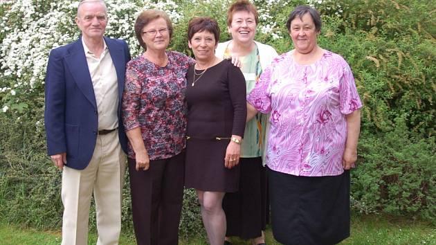 STAROUSEDLÍCI či rodáci z obce Háje u Chebu si společně zavzpomínali na společná léta.