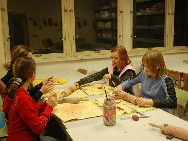 Dům dětí a mládeže Sova Cheb nabízí i letos nepřeberné množství zájmových kroužků pro děti.