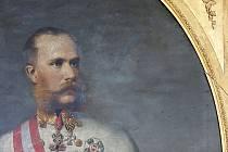 Františkovy Lázně – Monumentální portrét císaře Františka Josefa I. z roku 1869 ležel dlouhá desetiletí poškozen a bez rámu na hradě Seeberg. Teď však dostal šanci na nový život. Jakou práci restaurátoři odvedli, se můžou zájemci přesvědčit už tento pátek
