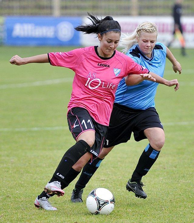 Eliška Trampuschová (na archivním snímku vlevo) přispěla k výhře v Souši dvěma góly