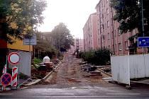 V plném proudu je celková oprava rozsáhlého vnitrobloku u panelových domů v Sadové ulici v Chebu.