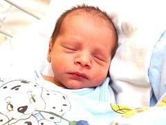 ALEXANDR DUNKA se narodil ve středu 11. září v 19.40 hodin. Při narození vážil 3 040 gramů a měřil 48 centimetrů. Doma ve Studánce se z malého Sašenky těší sourozenci Samantha a Richard, maminka Jolana a tatínek Richard.