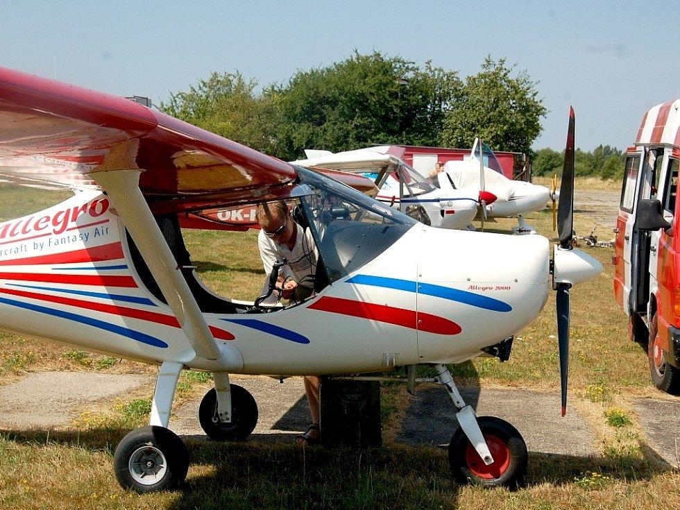 Druhý ročník letecké soutěže přilákal do Chebu devatenáct posádek z Čech i Německa.