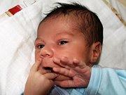 FILIP DEMETER se poprvé rozkřičel v pátek 27. února ve 14. 20 hodin Na svět přišel s váhou 2890 gramů a mírou 40 centimetrů. Na malého Filipa a maminku Lucii se doma v Chebu těší tatínek David, šestiletý Davídek, tříletý Daniel a dvouletá Ellen.