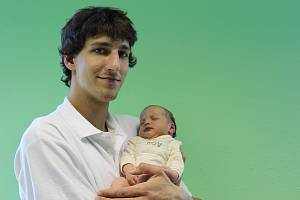 MIKOLÁŠ KOTT se narodil 25. února v 9.59 hodin v kadaňské porodnici. Na svět přišel s váhou 3900 gramů. Z chlapečka mají doma v Chebu velkou radost rodiče Helena a tatínek František.