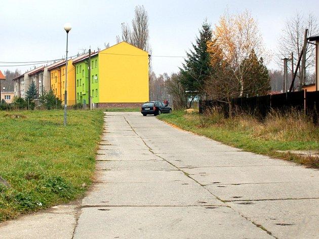 Panelová cesta v centru Nebanic