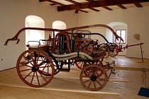 Jedním z exponátů dokončovaného hasičského muzea ve Skalné na hradě Vildštejn bude i stříkačka z 19. století