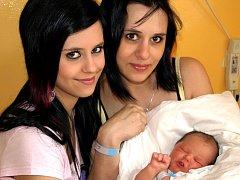 VLADIMÍR KOŠŤÁL se narodil v sobotu 10. dubna ve 23.50 hodin. Při narození vážil 3930 gramů a měřil 53 centimetrů. Doma v Dolním Žandově se z malého brášky radují sourozenci Karolínka, Vilík a Vítek spolu s maminkou Markétou a tatínkem Vladimírem.