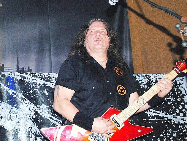 Kytarista Jiří Urban.
