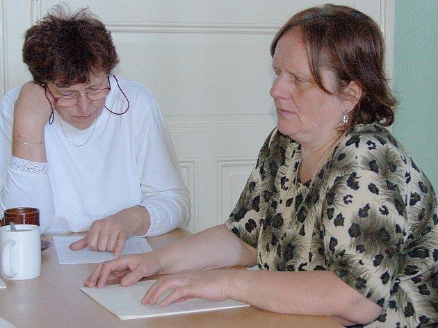 Slabozrací a nevidomí mají na Chebsku málo šancí na získání práce, říká Božena Hrazdilová (na snímku).