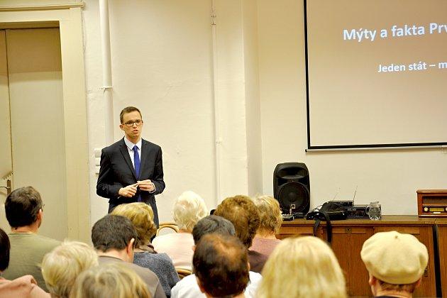 PŘEDNÁŠKY JAKUBA FORMÁNKA mají velký úspěch. Cyklus v chebské knihovně bude pokračovat 7. března, a to tématem Slovensko a Podkarpatská Rus.