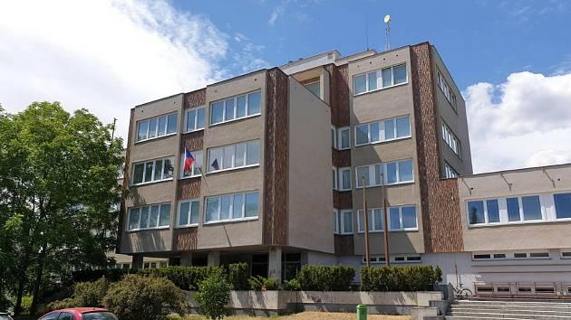 Budova ZČU v Chebu.