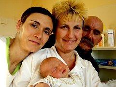 TEREZA MLEZIVOVÁ se narodila ve středu 29. prosince ve 4.25 hodin. Při narození vážila 2900 gramů a měřila 47 centimetrů. Doma v Chebu se z malé Terezky raduje bráška Tomášek, maminka Katrin spolu s tatínkem Filipem.