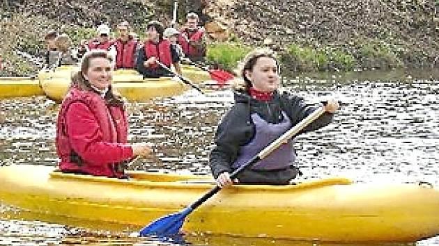 Také chebské vodáky trápí nedostatek vody v řece Ohři