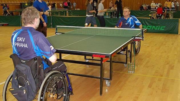V Chebu se uskutečnil jedenáctý ročník mezinárodního turnaje vozíčkářů ve stolním tenise Cheb open.