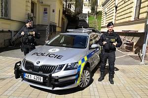 Policisté Jakub Mareš a Jan Prokš.