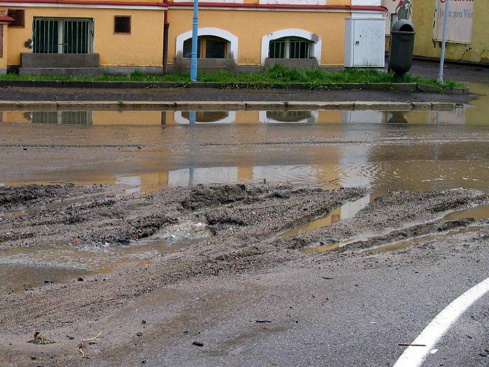 Páteční bouře napáchala řadu škod ve Františkových Lázních a jejich okolí