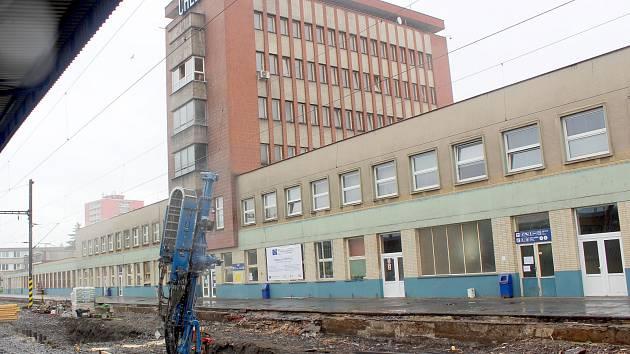 Půl miliardy korun bude stát oprava nástupišť na chebském vlakovém nádraží, které je největším nádražím v Karlovarském kraji.