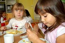 Přestože se ve školních jídelnách snaží ceny zachovat, po Novém roce se dá očekávat zdražení