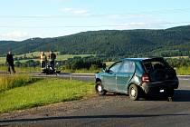 Ke srážce motocyklu a osobního automobilu došlo v ponděli 1. června v podvečer na silnici č. I/21 u odbočky do Dolního Žandova. Řidiče motocyklu a jeho spolujezdkyni transportoval ve vážném stavu do nemocnice vrtulník