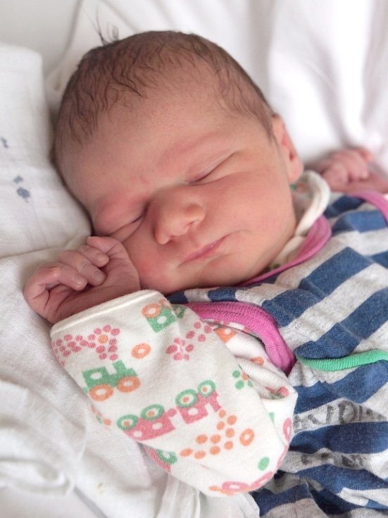 ŠIMON ČERNÝ se poprvé rozkřičel ve středu 19. prosince v 11.22 hodin. Při narození vážil 3 350 gramů a měřil 50 centimetrů. Doma ve Skalné se z malého Šimonka raduje bráška Rudík, maminka Lenka a tatínek Lukáš.