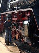 Provozní údržba parní lokomotivy řady 41 DR v Chebu