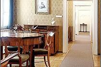 NĚMECKÉMU VELIKÁNU je v prostorách mariánskolázeňského muzea věnována stálá expozice, ve čtvrtek 4. srpna se v galerii Goethe uskuteční vernisáž obrazů Pavla Nápravníka.