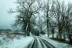 Zasněžená silnice u Staré Vody