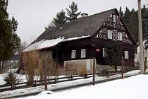 Roubená chalupa, která patří mezi původní stavby v obci Valy u Mariánských Lázní