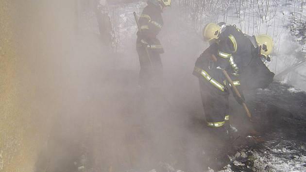 Hasiči likvidovali požár v Lázních Kynžvartu.
