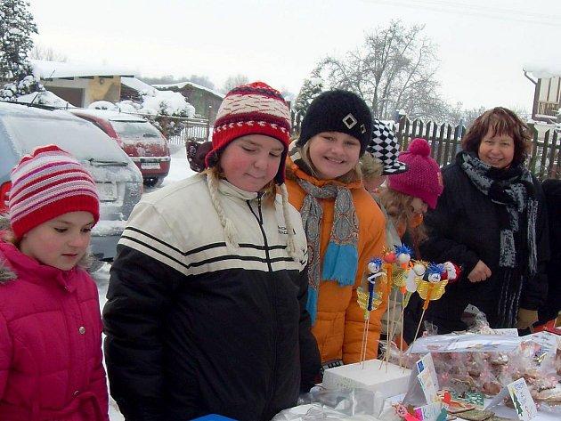 DĚTI DOSTALY ŠANCI, aby na vánočních trzích v Novém Kostele ukázaly, co všechno umí.