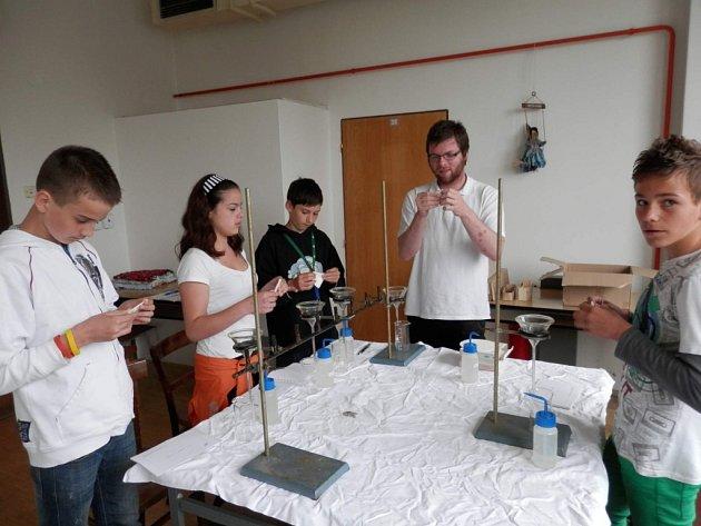 Dolnožandovští šesťáci měřili také tvrdost vody