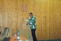 Do volební místnosti v Okrouhlé si našel cestu i Patrik Jerman.