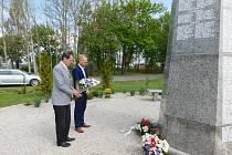 Uctili památku obětí války