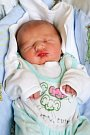 VÁCLAV ČECH se narodil v neděli 10. dubna v 21.10 hodin. Na svět přišel s váhou 2 970 gramů a mírou 49 centimetrů. Maminka Kateřina a tatínek Václav se radují z malého Vašíčka doma v Chebu.