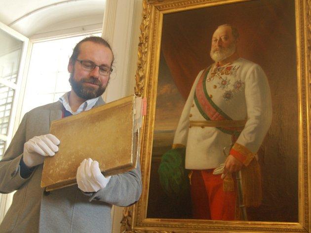 MAGDEBURSKÁ KRONIKA bude jedním z exponátů, na který se mohou návštěvníci zámku Kynžvart přijít podívat. Zámek ji společně s částí Starého zákona vystaví na jedné ze svých akcí.