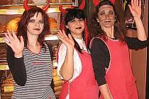 ´Po čertovsku´ pojaly svojí směnu milé prodavačky v pekařství na chebském náměstí Krále Jiřího.