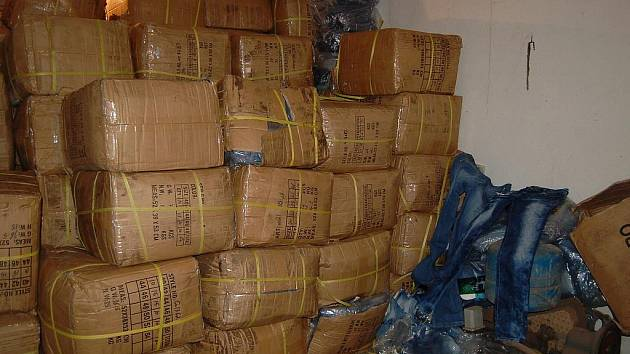 Chebští kriminalisté našli ukradené zboží. Jednalo se o 16 tun textilu a zloději ho ukradli v celním prostoru Cheb i s kamionem.