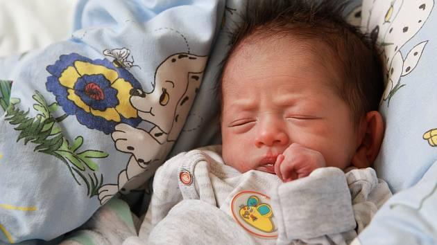 MÁRIO SUŠILA se narodil v pondělí 30. dubna v 3.07 hodin. Při narození vážil 2 100 gramů. Maminka Gabriela a tatínek Mário se radují z malého chlapečka doma v Teplé.