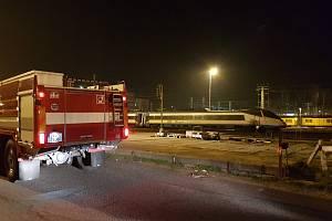 Požár pendolina řešili hasiči na chebském nádraží.