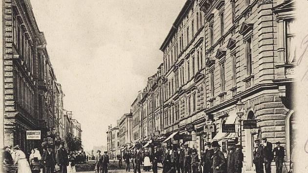 Historické pohlednice chebské pěší zóny.