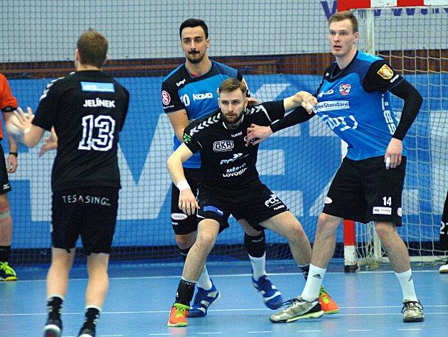 Sokol Nové Veselí (v modrém) si v boji o třetí místo poradili s lovosickými Lovci.