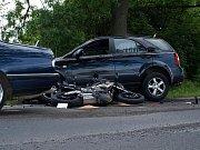 Motorkář zahynul na silnici I/16 nedaleko Velvar.