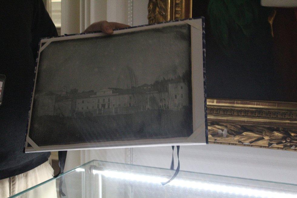 Ve sbírkách má zámek i jiné daguerrotypie.