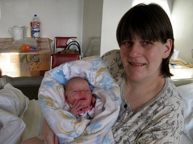 ANNA ZUBOVÁ z Aše se narodila mamince Daně a tatínkovi Jaromírovi 2. prosince v 10.30 hodin. Měřila 51 centimetrů a vážila 3,08 kilogramu.