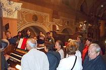 TLAČENICE KOLEM VARHAN. Za Noci kostelů se veřejnosti otevřou jinak utajené prostory. Do akce se zapojily církevní stavby v Chebu (na snímku), Aši a Teplé.