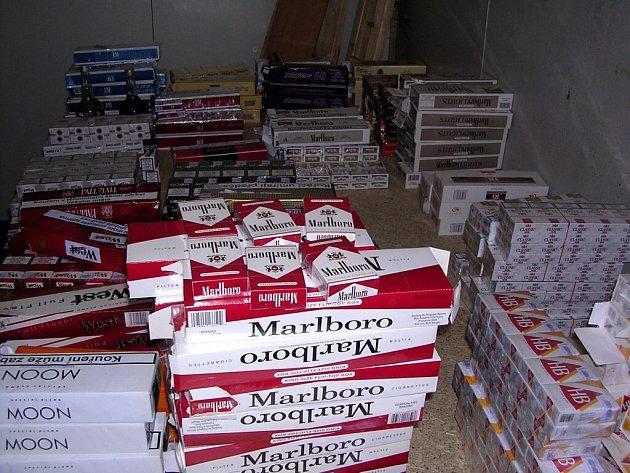 Důmyslně ukrytý sklad skrýval ve Vojtanově nekolkované cigarety