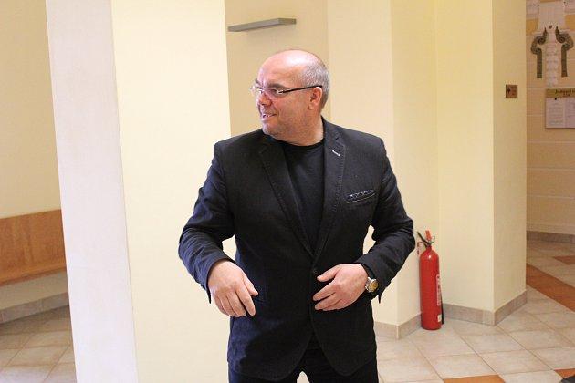 Jiří Červenka u Okresního soudu v Chebu.