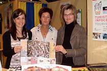Stánek chebského infocentra v německém Mitterteichu