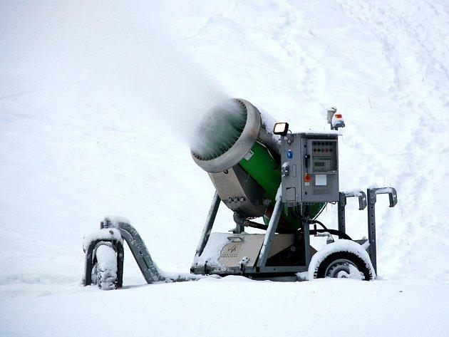 Sněžné dělo na mariánskolázeňské sjezdovce